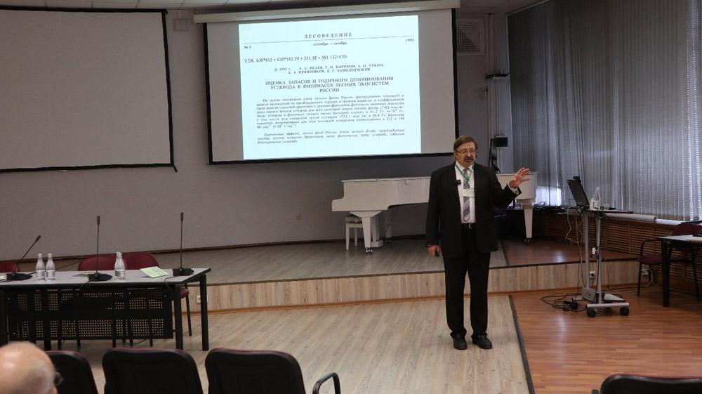 Доклад д.б.н. Д.Г. Замолодчикова, посвящённый вкладу академика А.С. Исаева в развитие лесной науки